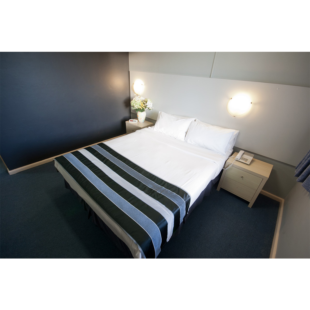 Photo of a double bed in the Flinders motel room